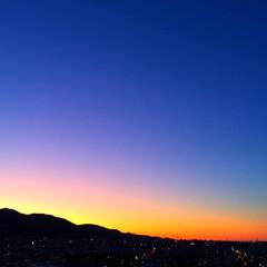 今日の夕日/空の色/マジックアワー/景色/風景/天気 今日の夕日。 日の出や夕暮れ時の 空の色…