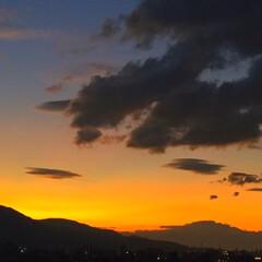 今日の夕日/夏の終わり/オレンジ色/景色 今日の夕日。 夏の終わりの夕日は オレン…