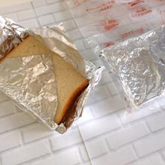 おうちごはん/冷凍保存/食パン/アルミホイル おうちごはん。 食パンの冷凍はアルミホイ…