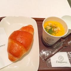 今日のランチ/塩パン/かぼちゃのスープ/美味しい 今日のランチ。 軽く済ませたいランチでは…