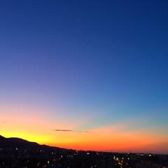 今日の空/夕日/夕暮れ/キレイな空 今日の空。 太陽が沈みかける瞬間は 複雑…
