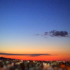 今日の空/夕日/街の灯り/景色 今日の空。 沈む夕日と共に 街の明かりが…
