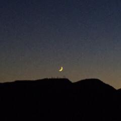 今日の空/夜空/三日月/風景 今日の空。 夜空に浮かんだ 三日月がキレ…
