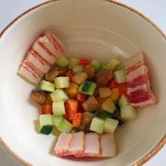 ランチ/ミネストローネスープ/器にイン/冷凍食品/ミックスベジタブル/ベーコン 今日のランチ。 ミネストローネスープは鍋…