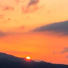 夕焼け。/景色/風景/日没の時間 今日の夕焼け。 空を真っ赤に染めて沈んで…