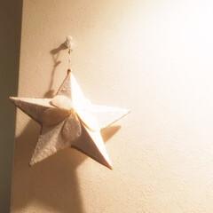 クリスマスインテリア/オーナメント/ライトアップ/陰影 クリスマスインテリア。 オーナメントを壁…