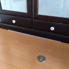 おうち自慢/地震対策/100均/ダイソー/家具転倒防止安定板/おうち 私のおうち自慢。 本棚の下に安全対策を施…