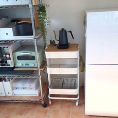 キッチン/模様替え/イケア/ロースコグ/ワゴン/スッキリ/... キッチンの模様替え。 冷蔵庫とワイヤーラ…