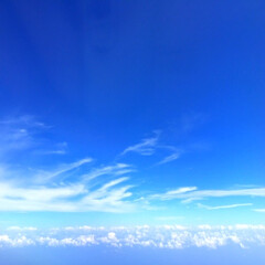 今日の空/飛行機/雲/雪/景色 今日の空。 飛行機の中からだと 雲も下に…