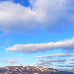 風景/冬の空/雪山/青空 冬の空。 気温が低くて寒いから、晴れてい…