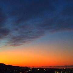 今日の夕日/空/夕焼け/1日の終わり/マジックアワー 今日の夕日。 1日の終わりをゆっくり感じ…
