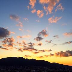 今日の空/夕焼け/雲/夕刻/景色風景 今日の空。 雲の形がステキ。 夕刻は一瞬…