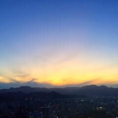 今日の夕日/雲/山/天気/景色 今日の夕日。 雲が多くて夕日が遮られまし…