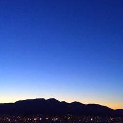 今日の空/夕方/太陽/夕暮れ/時間の使い方/天気/... 今日の空。 夕方が短くなってます。 太陽…