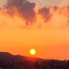 令和元年/夕日/太陽が沈む/空を染めて/景色/風景/... 太陽が沈む… 空をキレイに染め上げて 静…