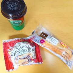 ランチ/ローソン/甘いモノ/パン/コーヒー 今日のランチはローソンで購入。 甘いパン…