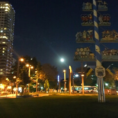 今日の月/夜空/帰り道/ご褒美 今日の月。 満月を過ぎてるのに 眩しいほ…