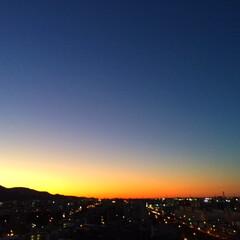 風景/夕日/夕暮れ/天体ショー 昨日の夕暮れ。 雲一つない空に沈んでいく…