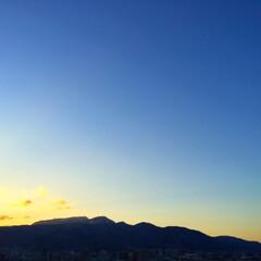 今日の空/夕焼け/金色の夕日/秋の午後 今日の空。 ほんのり夕焼けが始まっていま…