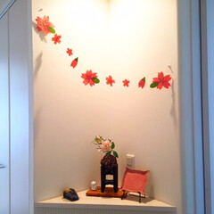 ピンク/桜/玄関/オーナメント/ピンクのコーナー/お皿/... 玄関の一角。 桜のオーナメントを空間に這…