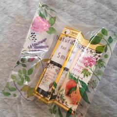 プレゼント/包装/生活の木/ボタニカル柄/オシャレ 最近は、プレゼント用の包装も 簡便になっ…
