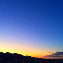 今日の夕日/オレンジ色/空/季節/景色 今日の夕日。 わずかにオレンジ色に染まる…