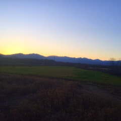 今日の夕日/日高山脈/畑/山/空/景色/... 今日の夕日。 日高山脈に沈む夕日が キレ…