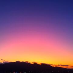 今日の夕日/夜の始まり/瞬き/空/景色 今日の夕日。 静かに夜の始まりが訪れます…