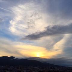 夕方/空/景色/雲/アート 夕方の空。 雲の出方が絶妙で、 アートの…