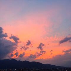 夕焼け/風景/秋の空/秋分の日 キレイな夕焼けでした。 空が遠くで燃えて…
