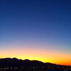 今日の夕日/青空/群青色/山/景色/天気/... 今日の夕日。 青空が群青に変わる時間が好…