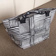 イケア/キャリーバッグ/Sサイズ/モノトーンカラー/サブバッグ イケアのキャリーバッグは、畳むとコンパク…