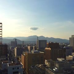今日の空/天気/山/いつもの景色/かわいい/雲 今日の空。 いつもの山も、位置を変えて写…