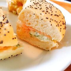 しあわせご飯/ピカール/冷凍/スモークサーモンのベーグルサンド/レンジでチン/美味しい/... しあわせご飯。 朝食にスモークサーモンの…