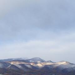 今日の空/山/初雪/冬の始まり 今日の空。 札幌に降った初雪。 山には粉…