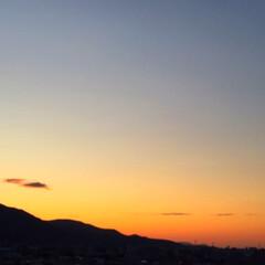 今日の空/夕暮れ/色の変化/天気/夕日 今日の空。 夕暮れが始まりました。 ゆっ…