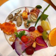 今日のランチ/ビュッフェランチ/野菜/サラダ 今日のランチ。 ホテルのビュッフェランチ…(1枚目)