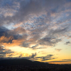 夕日/景色/風景/雲/夕焼け/ドラマチック 今日の夕日。 雲の流れが速くて ドラマチ…