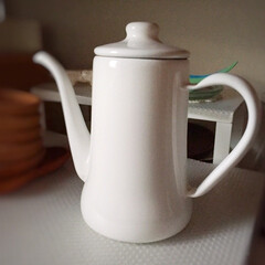 雑貨だいすき/ホーロー/ケトル/IHヒーターも使える/佇まいが好き/白/... 雑貨だいすき。 キッチンで使っている雑貨…