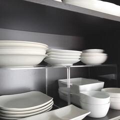 シンプルな生活/食器棚収納/無印/シンプルライフ/キッチン収納/収納/... 無印良品の「アクリル仕切り棚 大」を使っ…