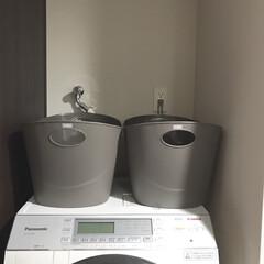 洗面所/ランドリーバスケット/洗濯かご/洗濯アイテム/シンプルライフ/シンプル/... 洗面所に洗濯カゴをふたつ置いています。 …