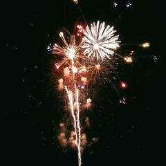 また行きたいな/友達と一緒/楽しかった/夜空/きれい/花火大会/... 夜に友達とみた花火