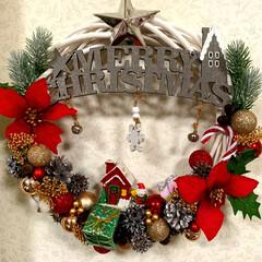 保育室/クリスマスの飾り/リビング/玄関/クリスマスリー/ダイソー/... おはようございます🌥  今朝は保育室に飾…