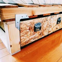 トランク取手/モノタロウ/DIY/収納 ベッド下の収納を作りました。取手のトラン…(1枚目)