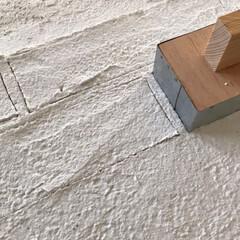 うま〜くヌレールDECO/うまくヌレール/レンガ壁/レンガ造形/DIY/100均/... 造形用漆喰でレンガ造形しました♬ 立体的…(3枚目)