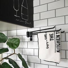 アイアン/キッチン/キッチンインテリア/kitchen/タイル柄/壁紙/... やっとお気に入りのクロスハンガー見つけた…
