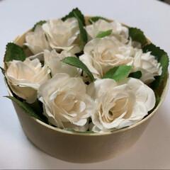 プレゼント雑貨/アーティフィシャルフラワー/リミアな暮らし/ダイソー/セリア/100均/... アーティフィシャルフラワーの白薔薇を木製…