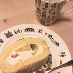 記念日/フルーツロールケーキ/スイーツ/暮らし 昨日は結婚記念日。  ご近所のケーキやさ…