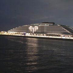 お散歩/ヨットハーバー/ライトアップ/コンビニ 夜にちょこっとお散歩。 お隣り浜のホテル…