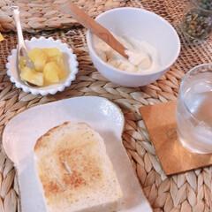 おやつタイム/暮らし 今日はお友達が焼いたお豆腐入り食パンと酵…(1枚目)